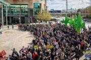 澳洲玩疯了《口袋妖怪GO》2000名玩家组队[多图]