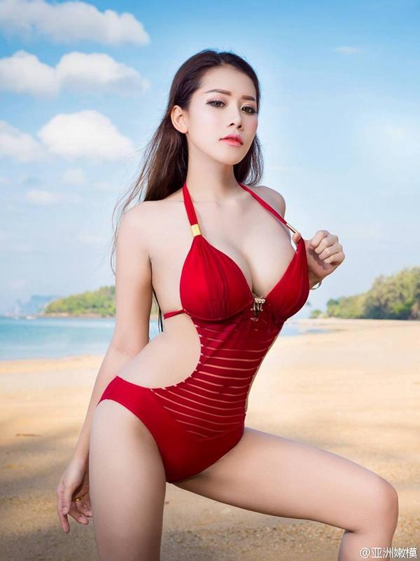 美女图片:36d大奶美女比基尼海边写真集![多图]