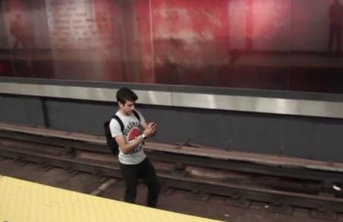 玩家拍摄 玩《口袋妖怪GO》的1000种死法[多图]