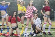 足球宝贝美女菲儿与模特们球场摄影图片![多图]