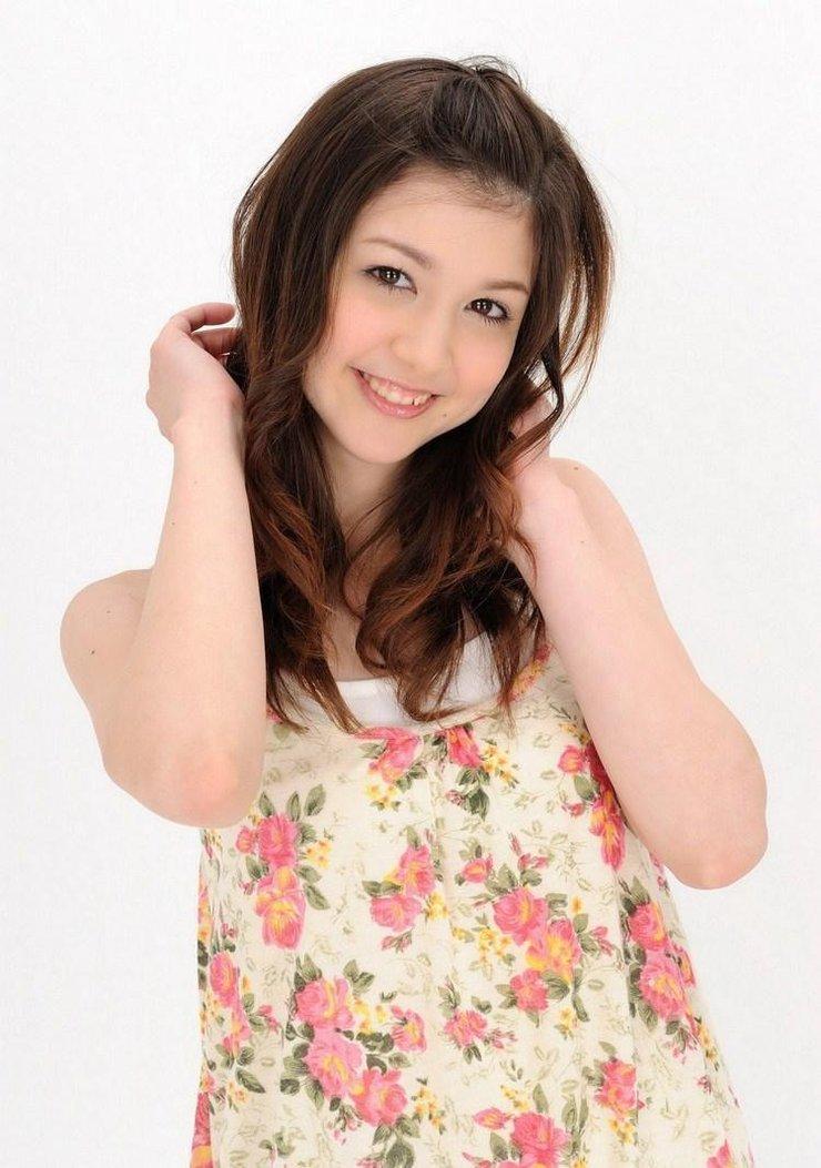 美女图片:日韩美女甜美装扮写真[多图]图片2