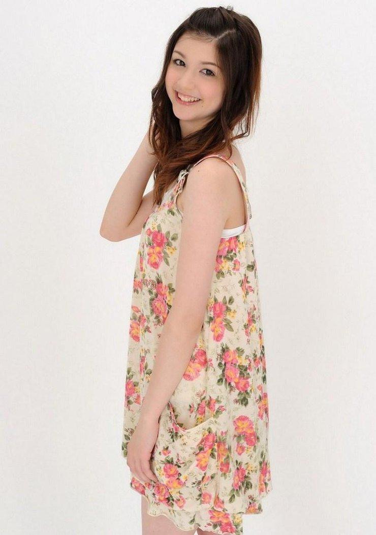美女图片:日韩美女甜美装扮写真[多图]图片9