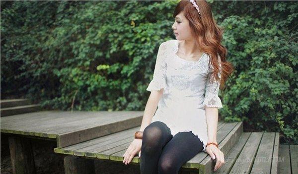 美女图片:清纯可爱的美女户外写真[多图]图片2