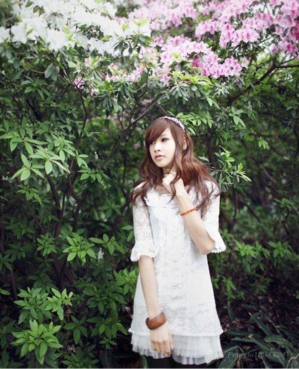 美女图片:清纯可爱的美女户外写真[多图]图片4