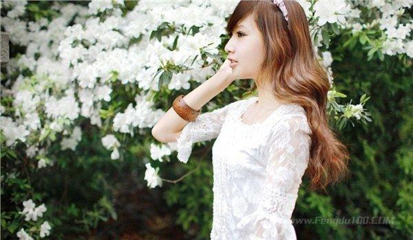 美女图片:清纯可爱的美女户外写真[多图]图片8