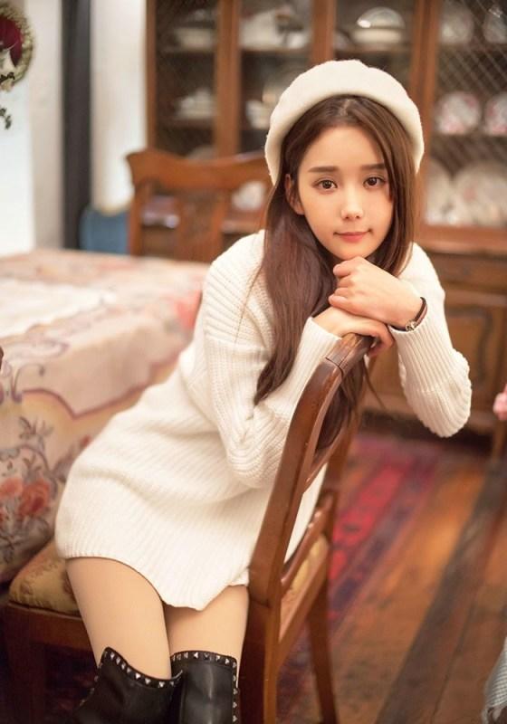 美女图片:咖啡馆甜美女孩纯白系写真[多图]图片2