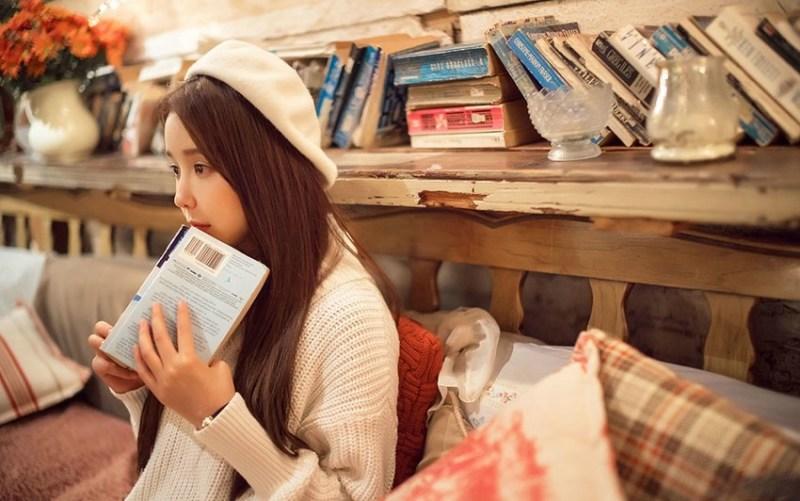 美女图片:咖啡馆甜美女孩纯白系写真[多图]图片5
