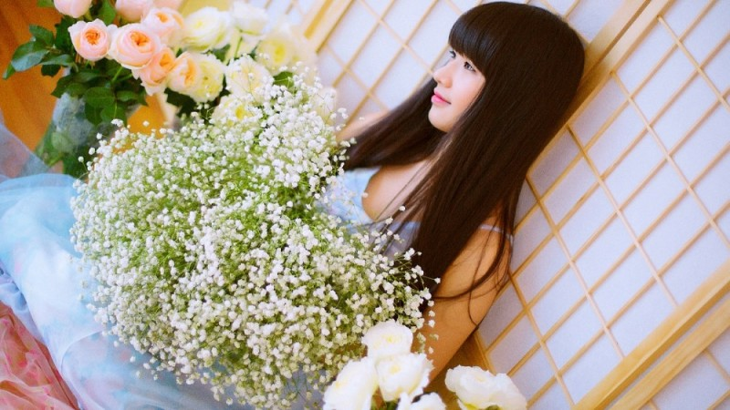 美女图片:长直发刘海清纯瓜子脸美女写真[多图]图片1