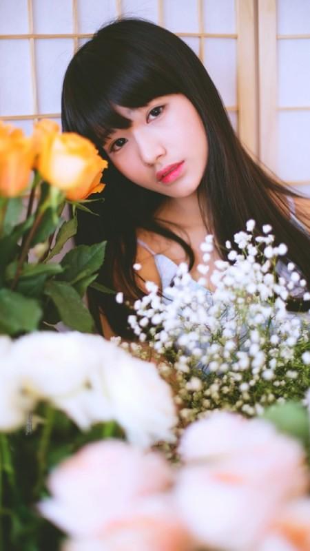 美女图片:长直发刘海清纯瓜子脸美女写真[多图]图片2