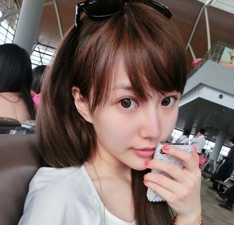美女图片:长直发刘海清纯瓜子脸美女写真[多图]图片6