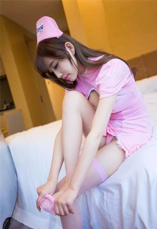美女图片:甜心美女小护士私房诱惑写真[多图]图片5