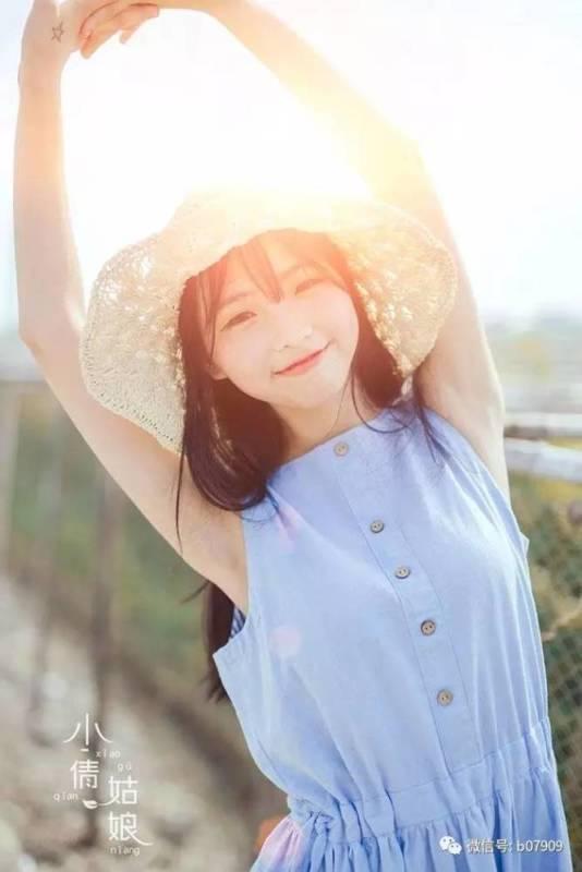 美女图片:清纯美女夏日室外可爱写真[多图]图片4