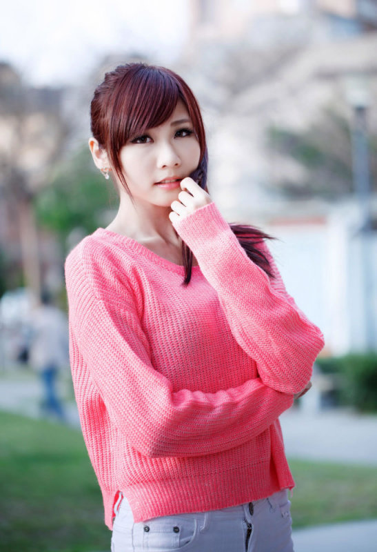 美女图片:粉衣美女清纯旋律写真[多图]图片5