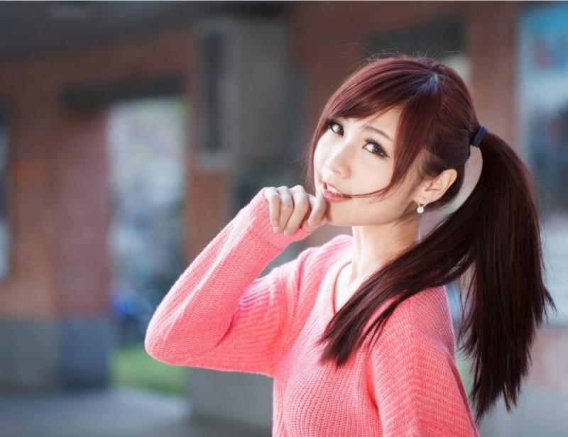 美女图片:粉衣美女清纯旋律写真[多图]图片4