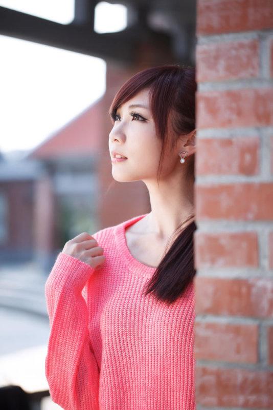 美女图片:粉衣美女清纯旋律写真[多图]图片6