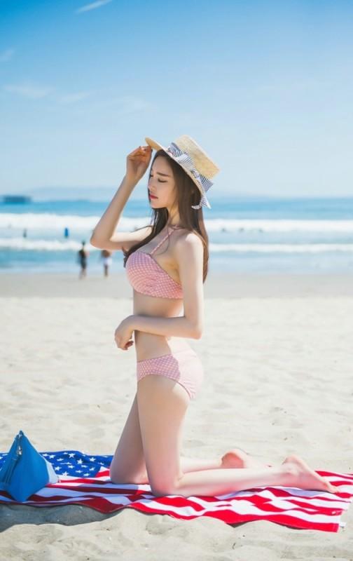 美女图片:美女模特海边沙滩晒日光浴性感写真[多图]图片2
