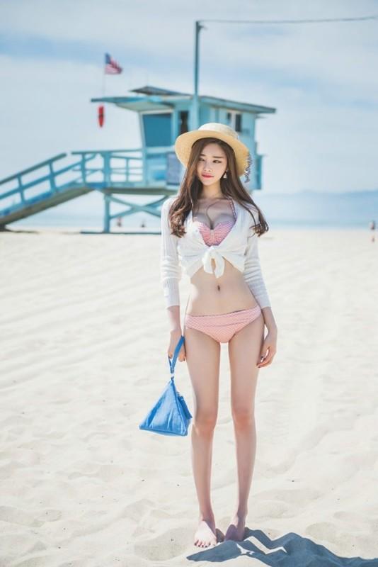 美女图片:美女模特海边沙滩晒日光浴性感写真[多图]图片4