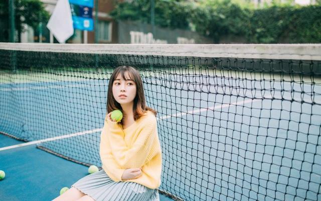 美女图片:小妹清纯甜美操场写真[多图]图片4