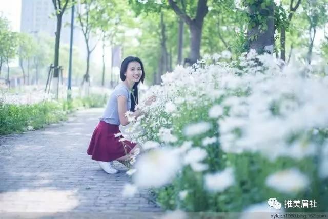 美女图片:高挑美女,搭配酒红裙好看吗[多图]图片2