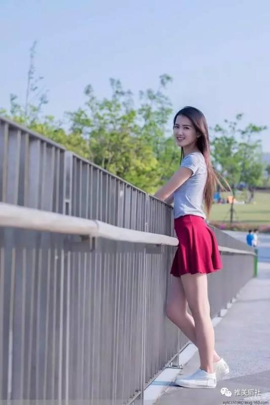 美女图片:高挑美女,搭配酒红裙好看吗[多图]图片6
