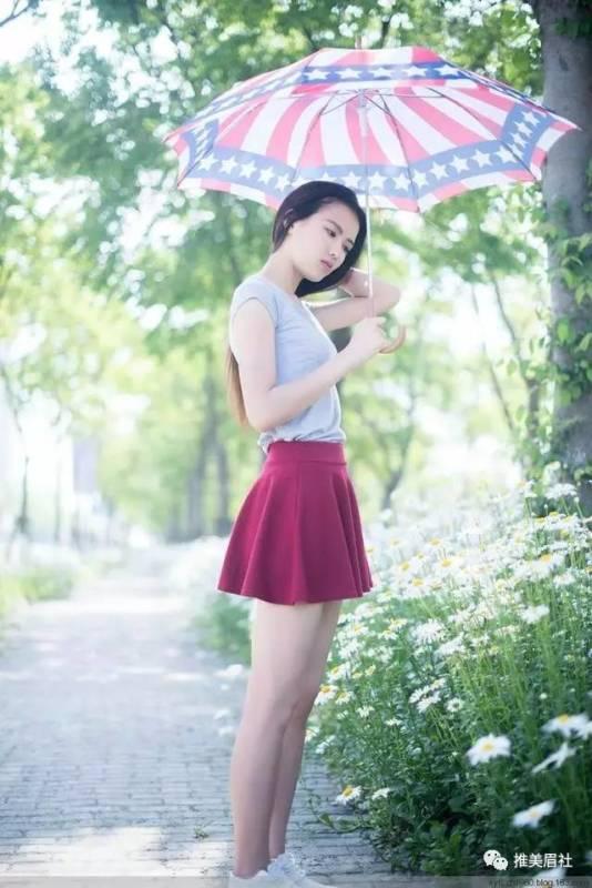 美女图片:高挑美女,搭配酒红裙好看吗[多图]图片3