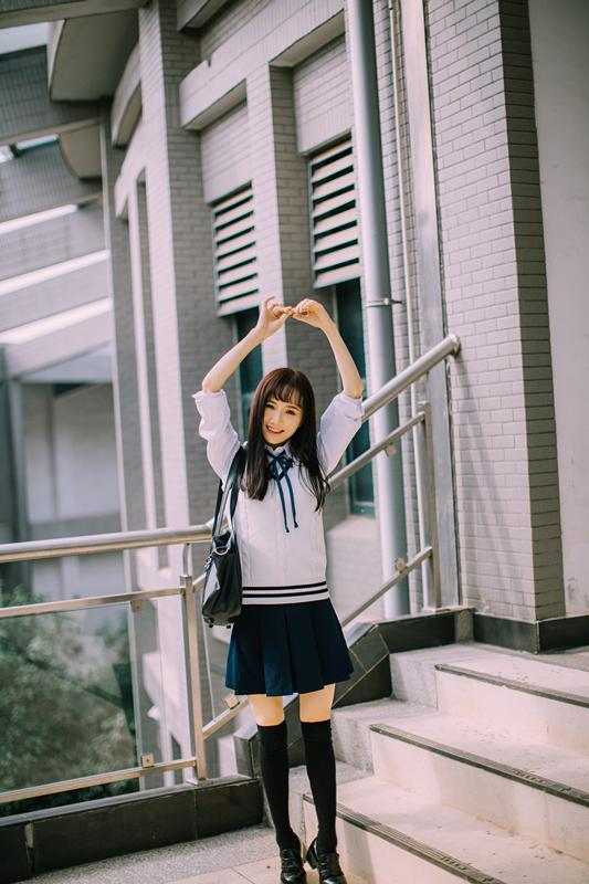美女图片:新晋国民初恋又又 校园清纯写真[多图]图片2