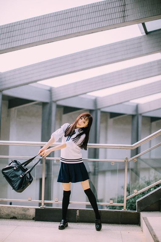 美女图片:新晋国民初恋又又 校园清纯写真[多图]图片3