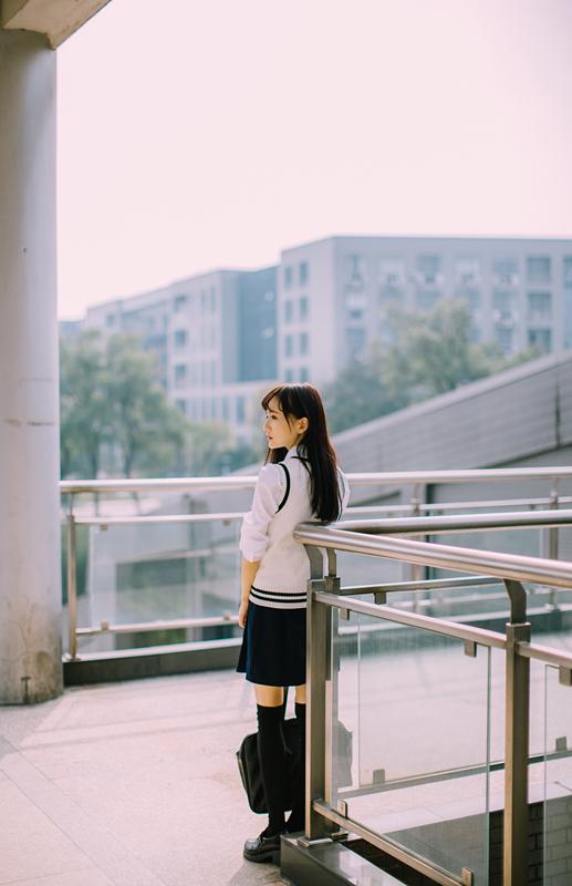 美女图片:新晋国民初恋又又 校园清纯写真[多图]图片5