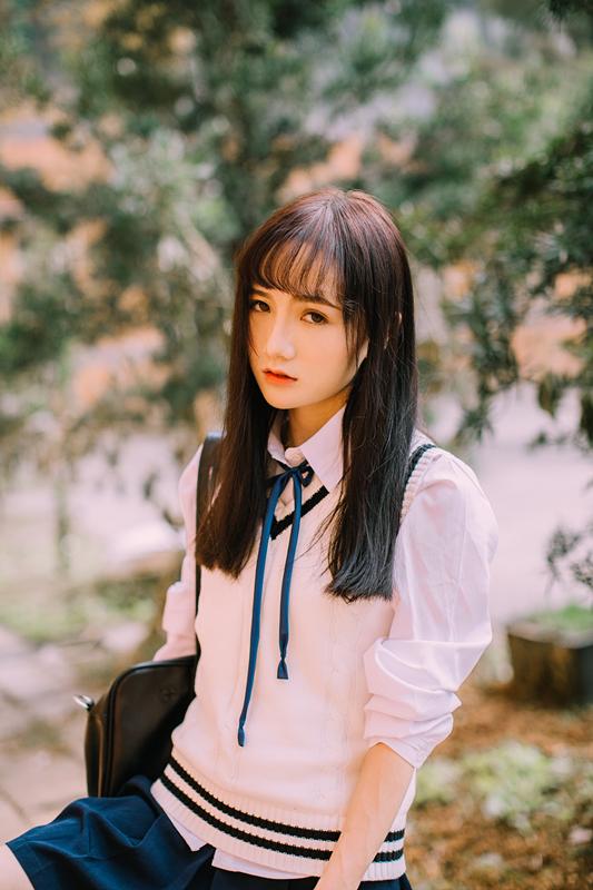 美女图片:新晋国民初恋又又 校园清纯写真[多图]图片6